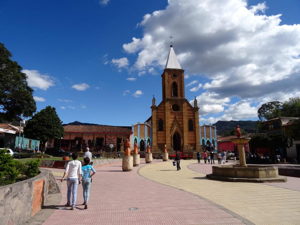 10_RAQUIRA-SQUARE_Colombia