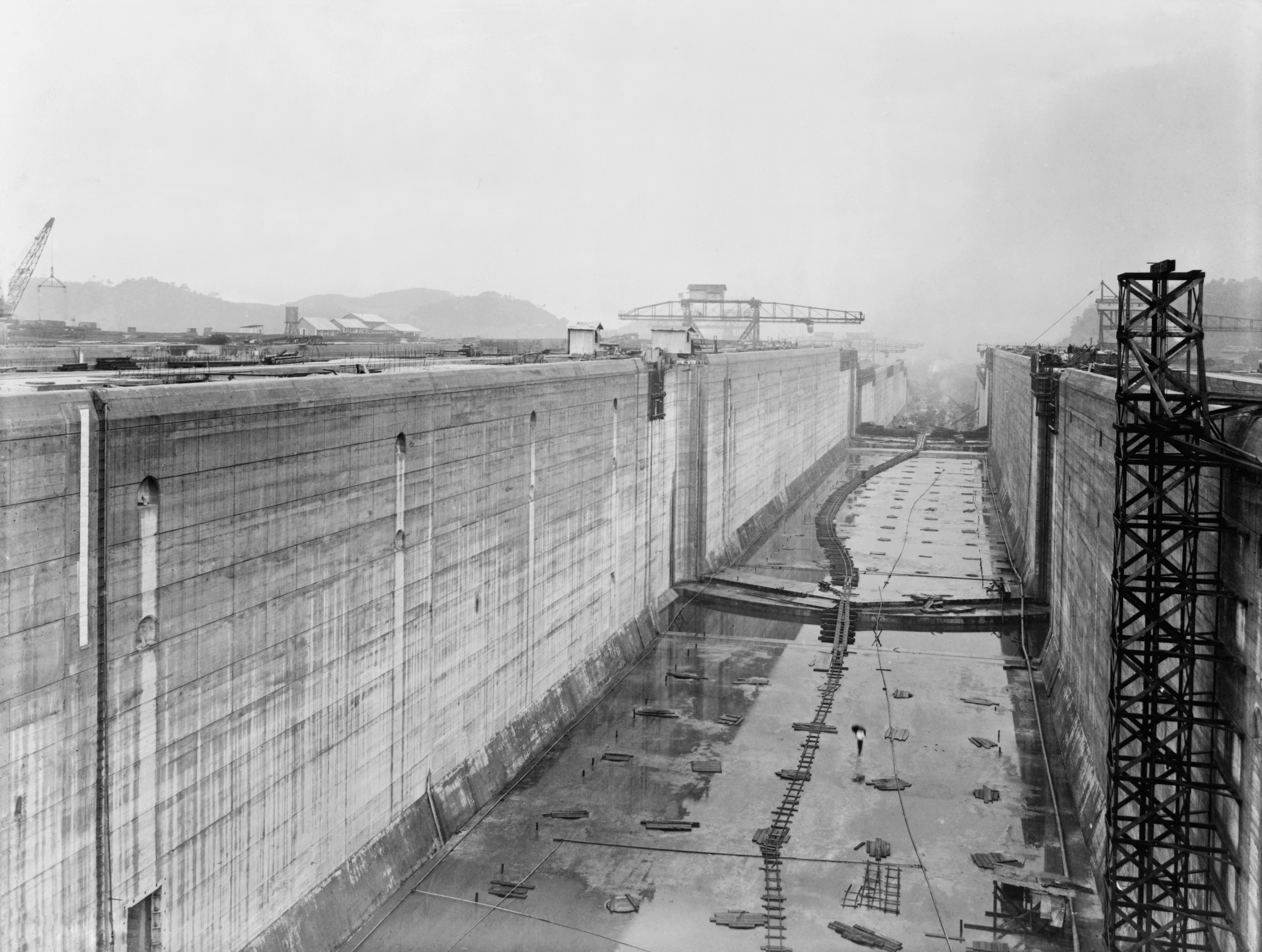 a history of the construction of the panama canal Let us share the history of the canal with you and perhaps this will entice you   de lesseps started construction on his panama canal in 1881.
