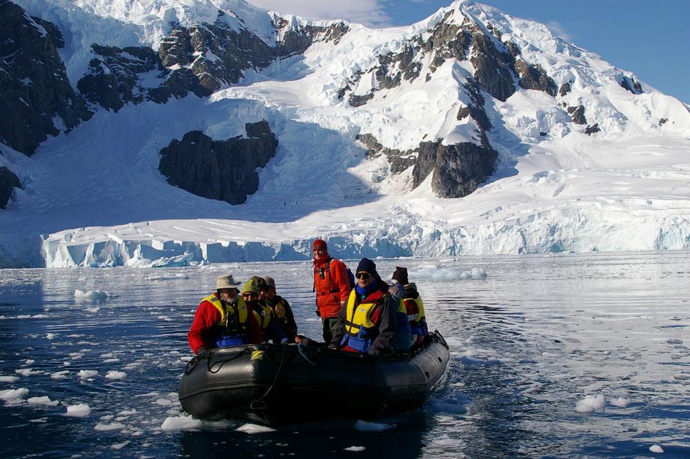 Antarctica_Scenery_Zodiac