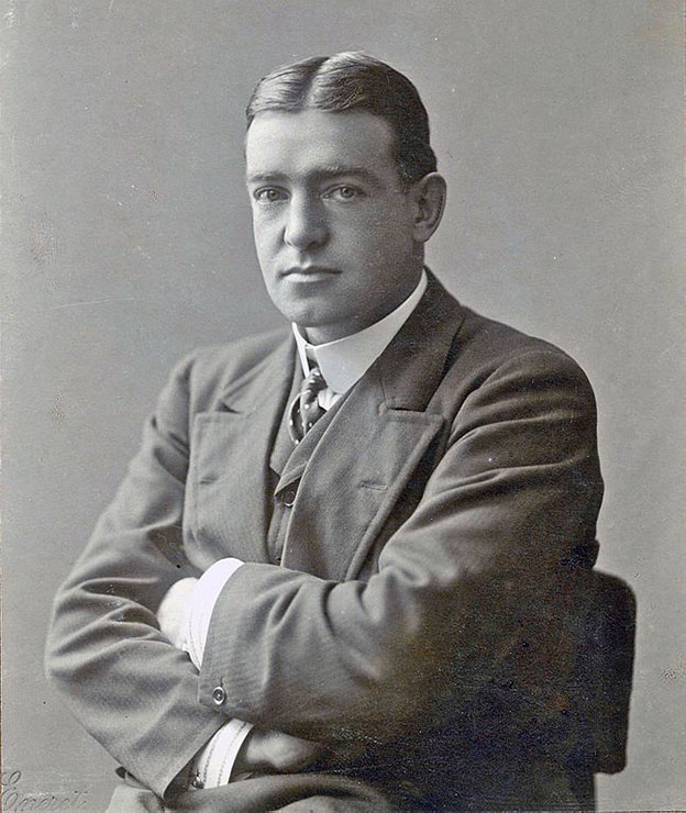 Black and white portrait of Ernest Shackleton