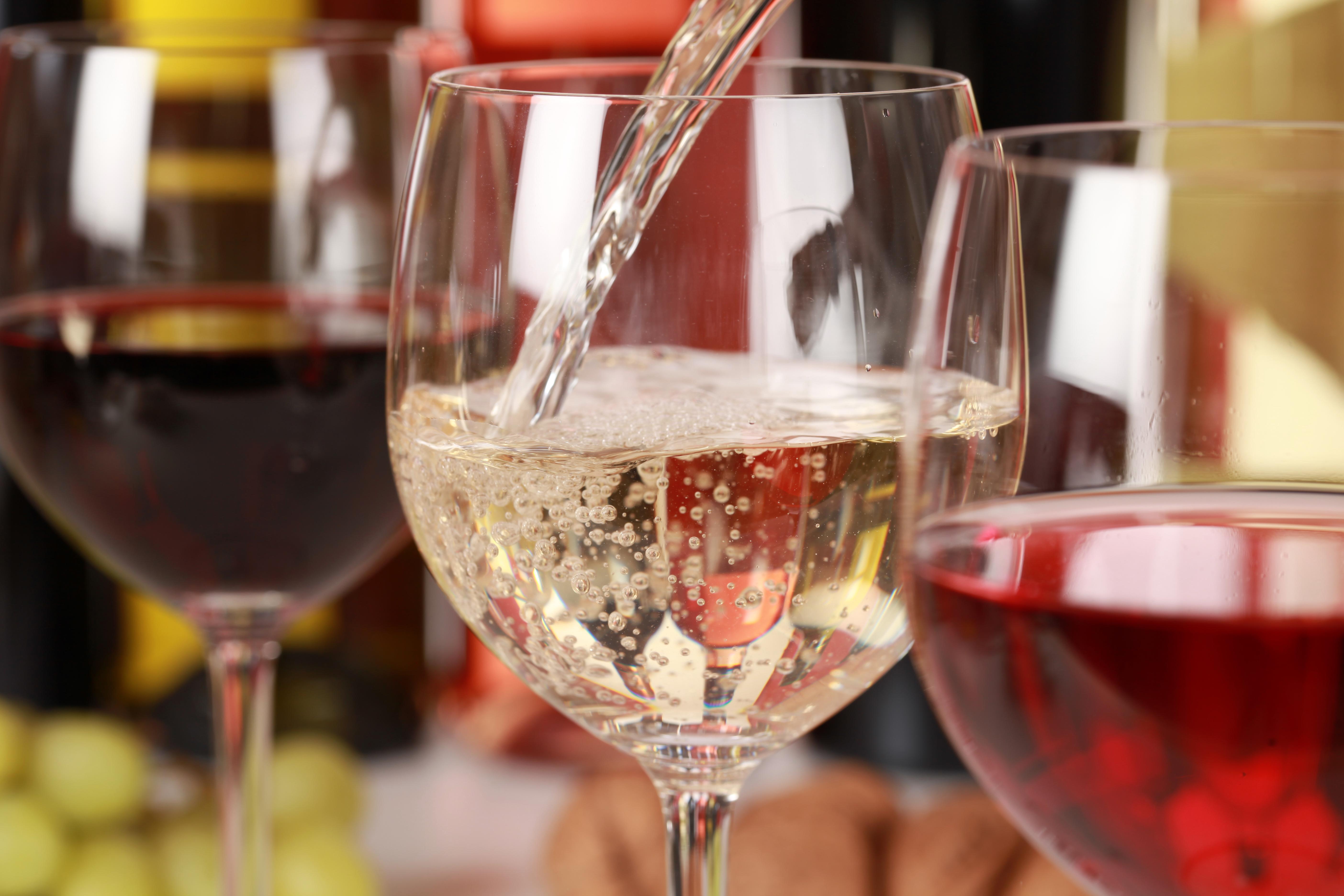 Wine_Tasting_shutterstock_112690601