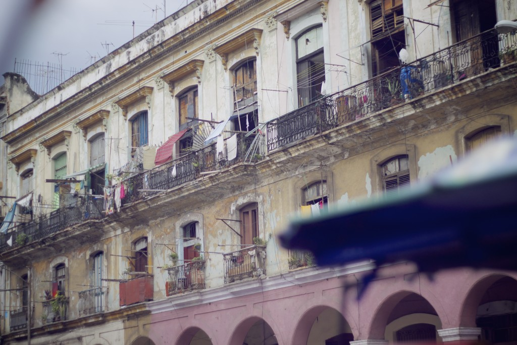 yellow house with balkonies in Cuba