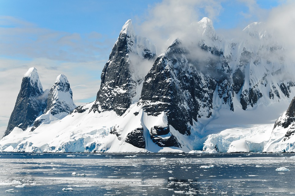 mountains covered in snow Antarctica