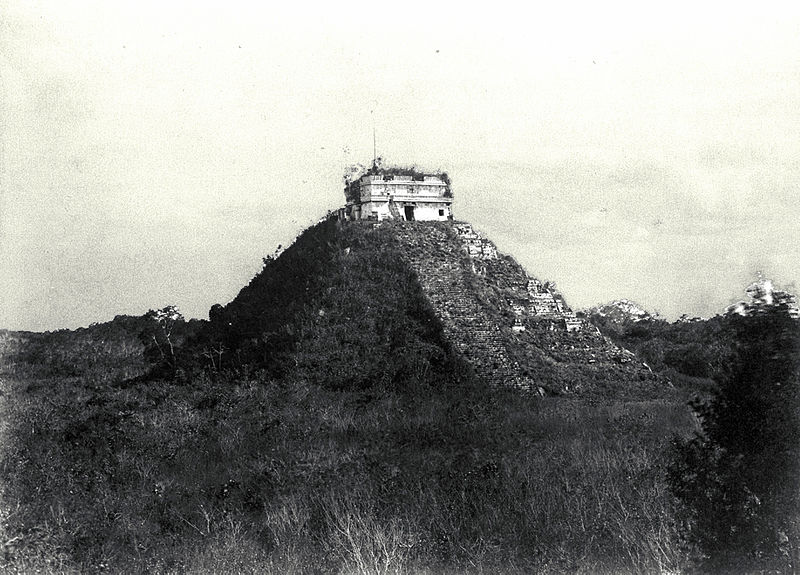 black white picture of ancient mayan ruin in mexico