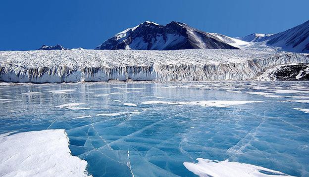 Frozen sea in Antarctica. Photocredit: Pixabay.