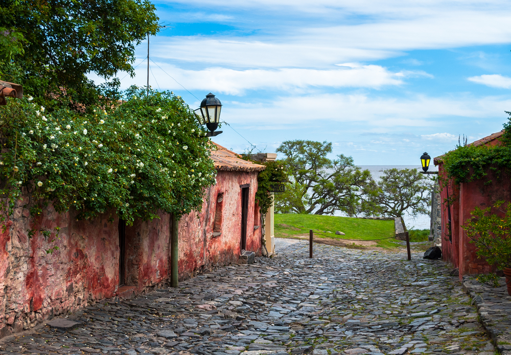 street with cobble stones and pink house uruguay