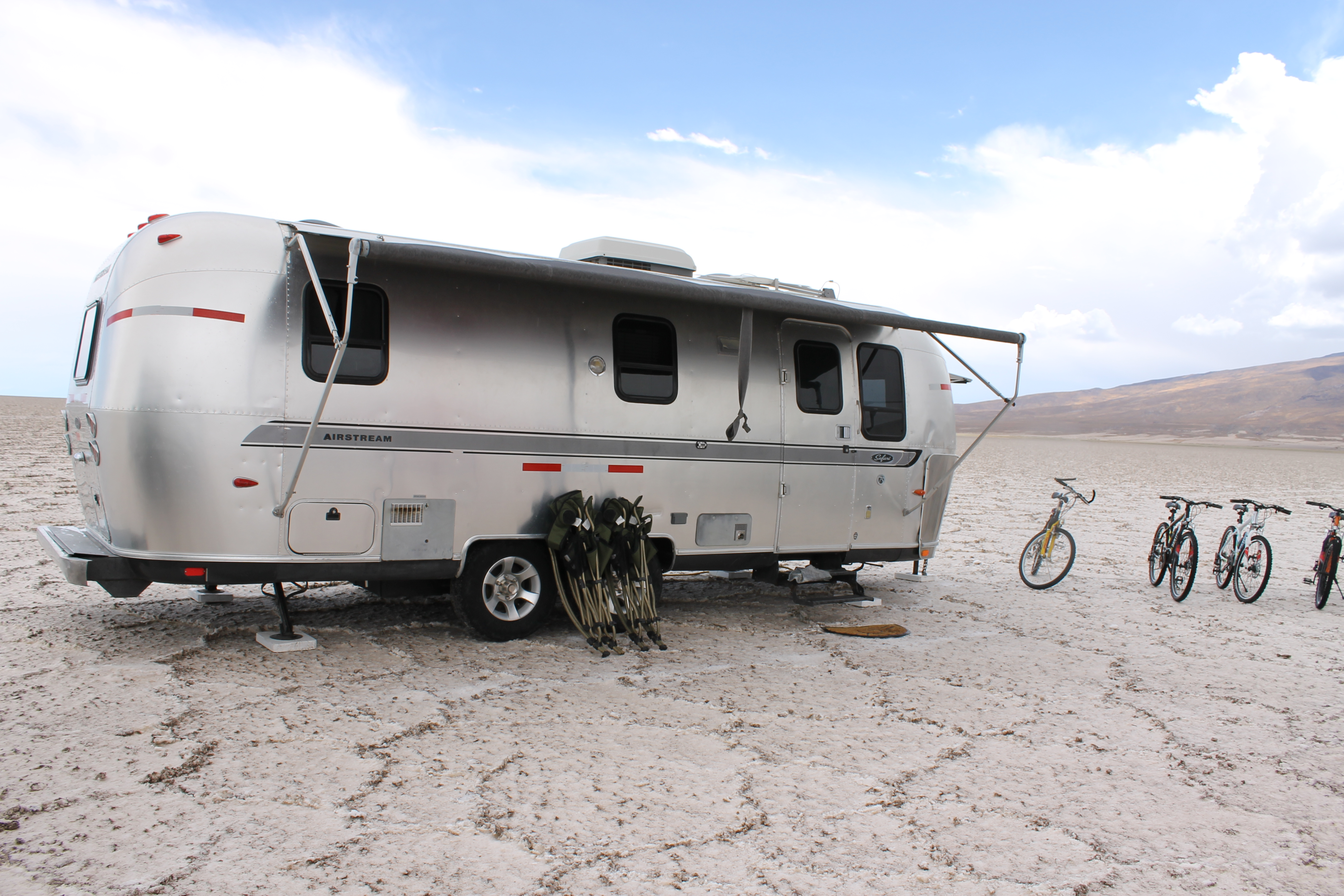 airstream uyuni camper luxurious camping accommodation. Black Bedroom Furniture Sets. Home Design Ideas