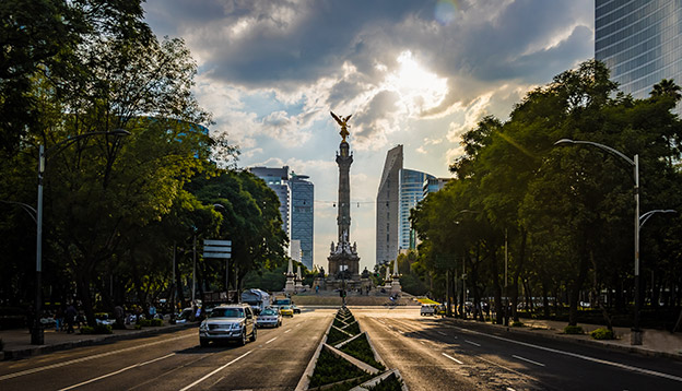 Paseo de La Reforma avenue and Angel of Independence Monument