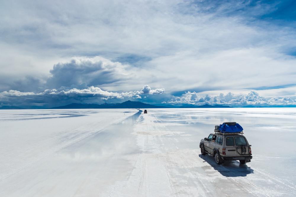 Driving on the Salt Lake, Salar de Uyuni - San Pedro de Atacama