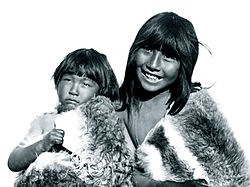 Selk'nam children