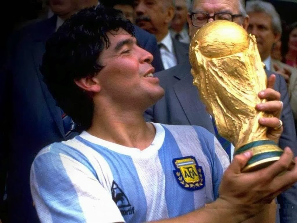 Maradona holding the World Cup trophy in 1986.