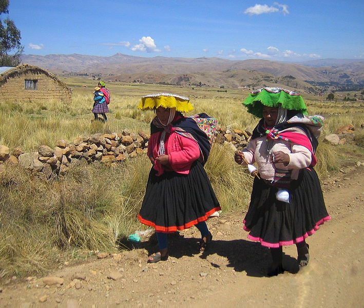 Peruvian ladies walking at the Rainbow Mountains.