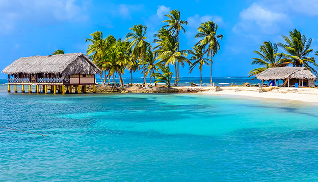 Beautiful lonely beach in caribbean San Blas island, Kuna Yala, Panama