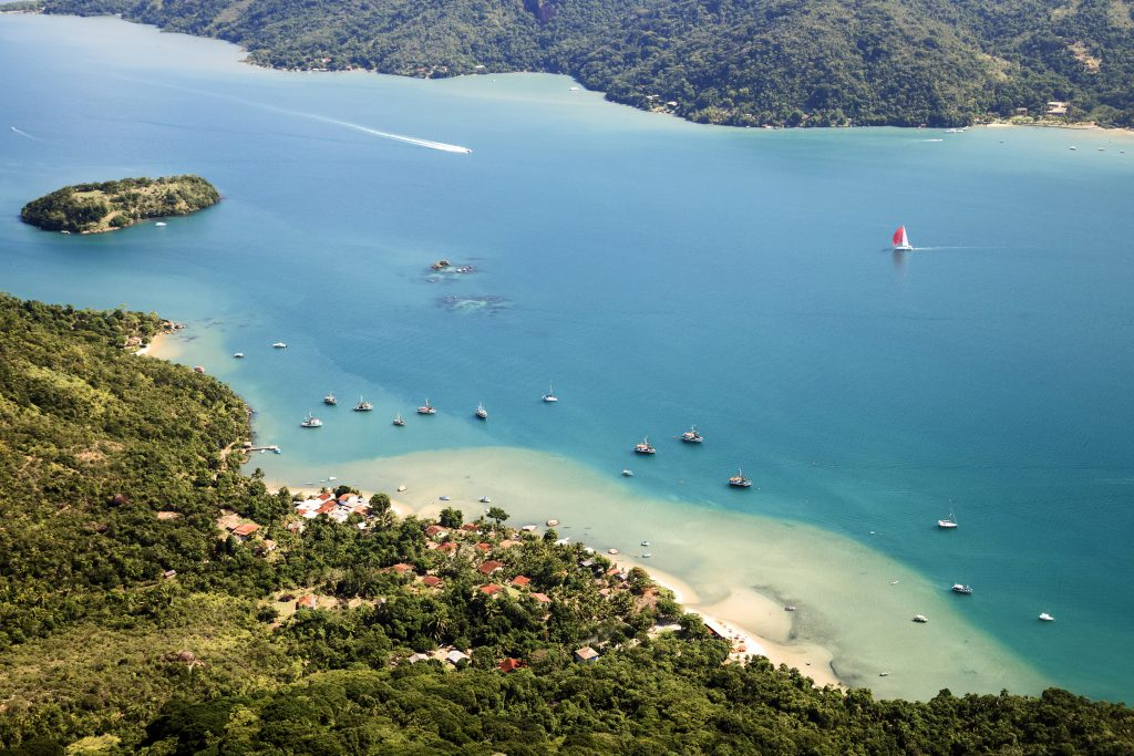 Fjord of Paraty, and its transparent waters, these sailing boats and these green forests.