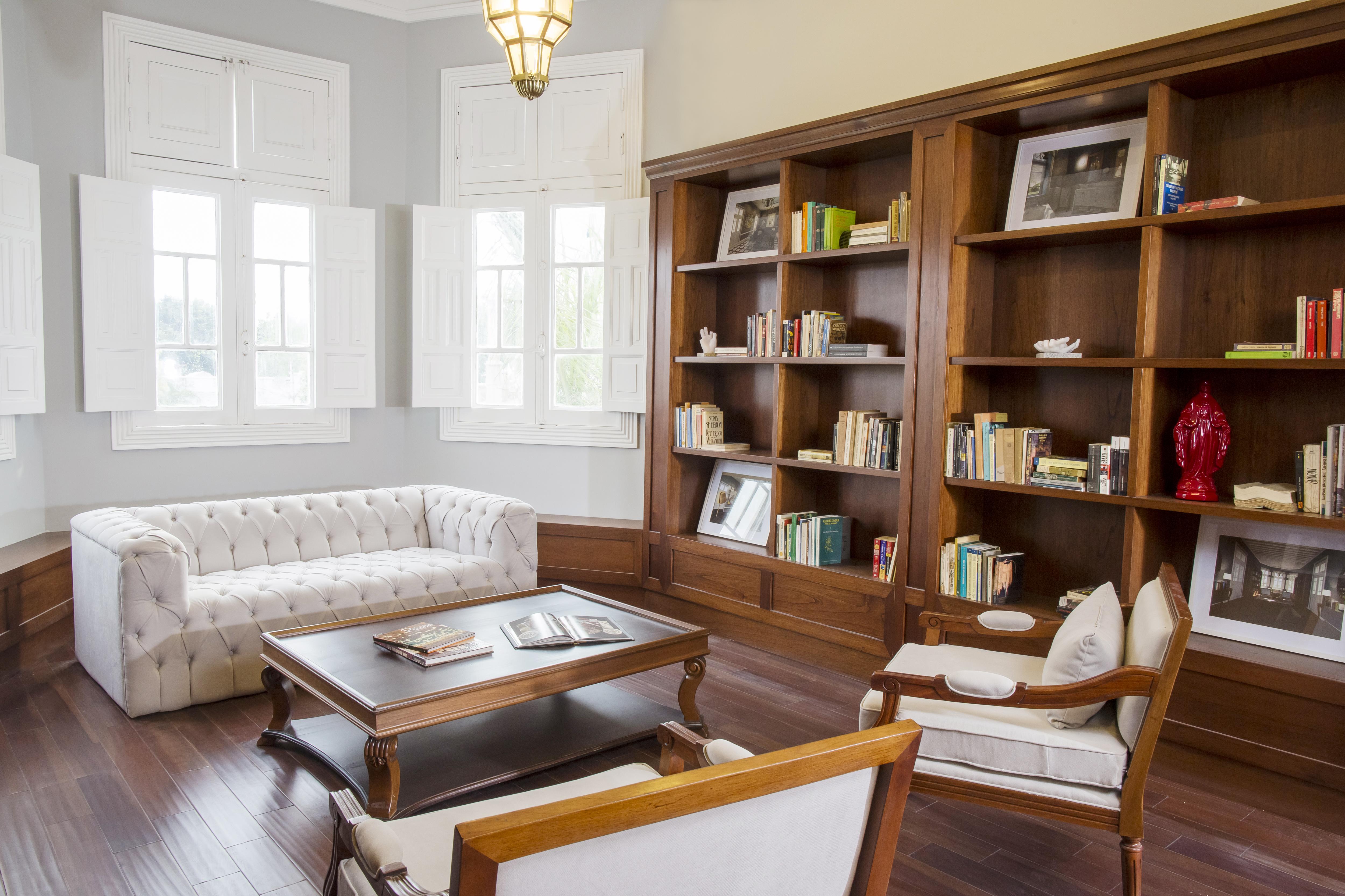 Casa Republica's Library