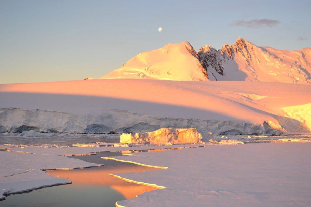 Antarctic scenery during sunset credit: Simon Evans